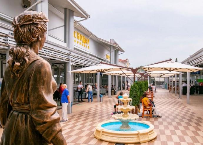 В аэропорту Краснодар подготовили летнюю веранду к сезону